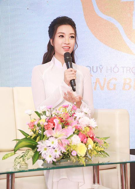 Hoa hau Do My Linh dep hut hon voi ao dai trang - Anh 7