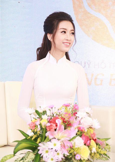 Hoa hau Do My Linh dep hut hon voi ao dai trang - Anh 8