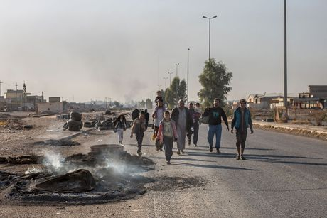 Chien dich danh IS o Mosul: Dong nguoi ao ao chay ti nan - Anh 12