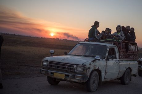 Chien dich danh IS o Mosul: Dong nguoi ao ao chay ti nan - Anh 13
