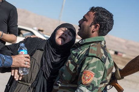 Chien dich danh IS o Mosul: Dong nguoi ao ao chay ti nan - Anh 3