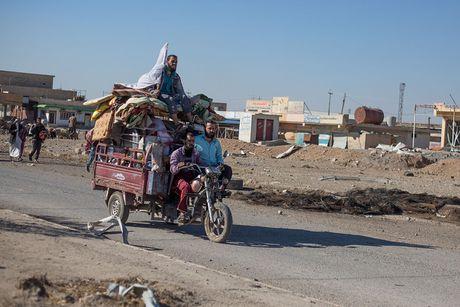 Chien dich danh IS o Mosul: Dong nguoi ao ao chay ti nan - Anh 7