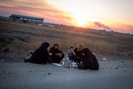 Chien dich danh IS o Mosul: Dong nguoi ao ao chay ti nan - Anh 9