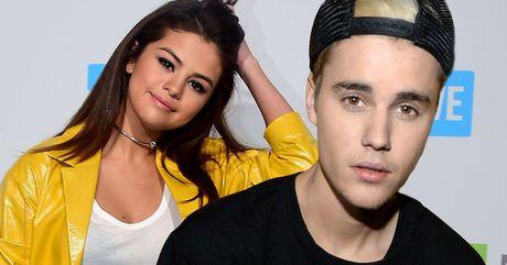 Selena Gomez tho phao nhe nhom vi khong dung mat Justin Bieber tai AMA 2016 - Anh 1