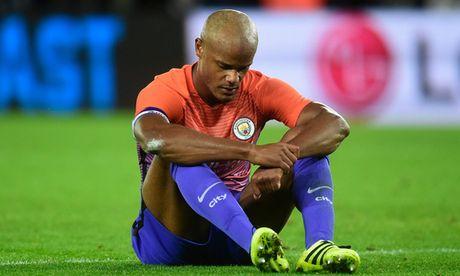 Man City lo lang voi chan thuong cua Bravo va Kompany - Anh 3