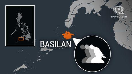 6 thuy thu nguoi Viet bi bat coc o Philippines - Anh 1