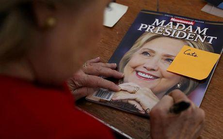 Trang bia Newsweek goi ba Clinton la Tong thong - Anh 1