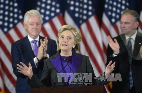 Ba Clinton van con cua vao Nha Trang - Anh 1