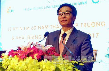 Truong DH Cong nghiep TP HCM nhan Huan chuong Doc lap Hang III - Anh 1