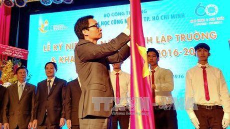 Truong DH Cong nghiep TP HCM nhan Huan chuong Doc lap Hang III - Anh 2
