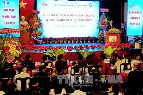 Truong DH Cong nghiep TP HCM nhan Huan chuong Doc lap Hang III - Anh 3
