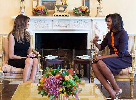 Ba Obama cung chon vay tim khi tiep vo Donald Trump - Anh 1