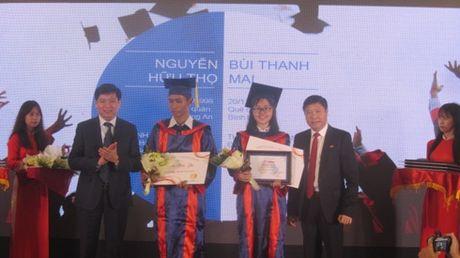 51 thu khoa phia Nam duoc trao hoc bong 'Nang buoc thu khoa' - Anh 1