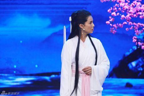 """43 tuoi, Ly Nhuoc Dong lai mot lan nua lam """"Tieu Long Nu"""" - Anh 2"""