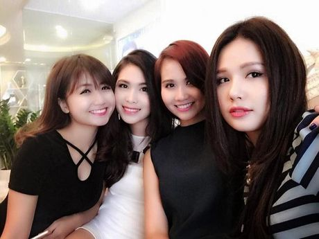 Than the nguoi phu nu cham soc sac dep cho Hoang Thuy Linh - Anh 12