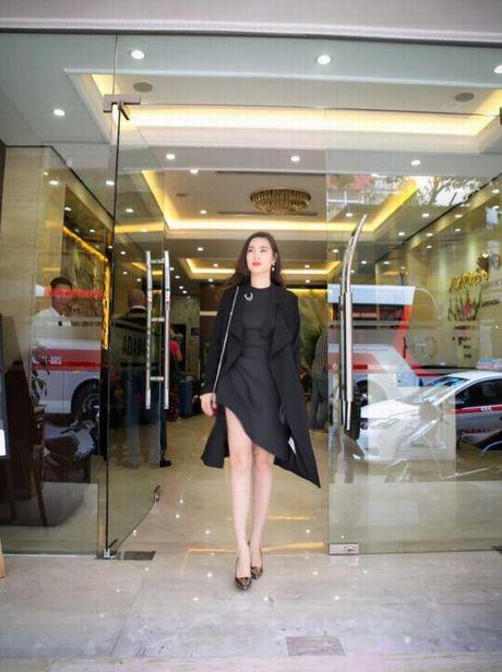Than the nguoi phu nu cham soc sac dep cho Hoang Thuy Linh - Anh 3