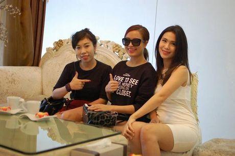 Than the nguoi phu nu cham soc sac dep cho Hoang Thuy Linh - Anh 6