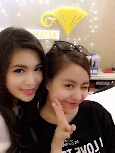 Than the nguoi phu nu cham soc sac dep cho Hoang Thuy Linh - Anh 8