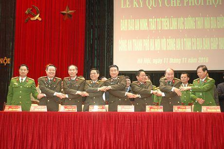 Cong an Ha Noi phoi hop cung Cong an 8 tinh trong dam bao ANTT duong thuy - Anh 1
