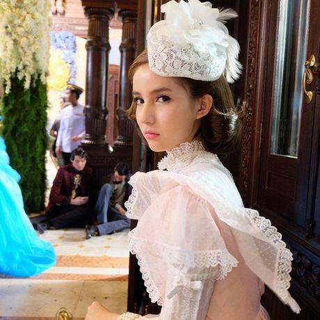 Tin giai tri ngay 11/11: Angela Phuong Trinh - Vo Canh than mat bat thuong - Anh 4