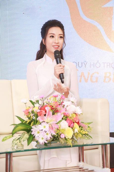Hoa hau My Linh dep tinh khoi voi ao dai trang - Anh 2