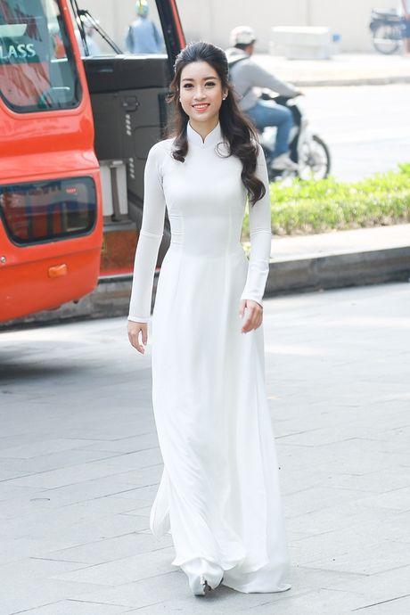 Hoa hau My Linh dep tinh khoi voi ao dai trang - Anh 3