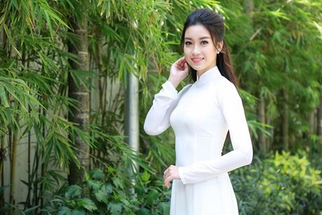 Hoa hau My Linh dep tinh khoi voi ao dai trang - Anh 4