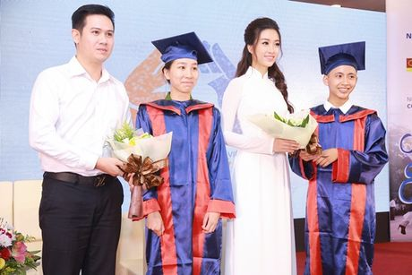 Hoa hau My Linh dep tinh khoi voi ao dai trang - Anh 6