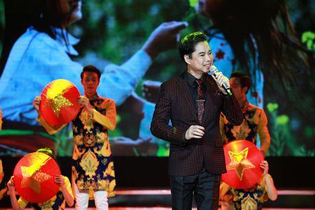 Ngoc Son, Phi Nhung chuyen tai chu 'Thuong' den khan gia - Anh 1