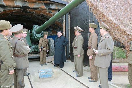 Lanh dao Trieu Tien Kim Jong Un thi sat tap tran ban dan that - Anh 1