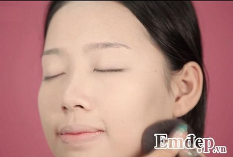 Trang diem co dau tu nhien trong suot voi tone cam hong - Anh 3