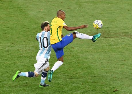 Brazil 3-0 Argentina: Argentina tan tac - Anh 1