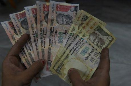 An Do bat ngo bo tien menh gia lon 500 va 1.000 rupee - Anh 1