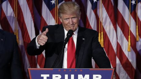 My va the gioi hoi hop voi 100 ngay dau tien cua tong thong Trump - Anh 1