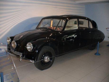 Ngam Oto co Tatra ba den pha hang doc tai TPHCM - Anh 8