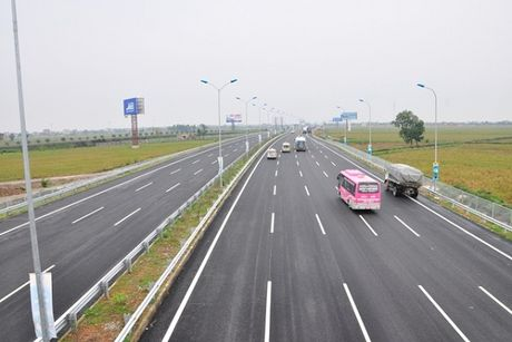 Lap can chong xe qua tai tren cao toc Cau Gie - Ninh Binh - Anh 1