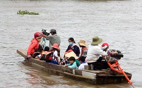 Hang nghin tre Viet kieu Campuchia vuot lu ve nuoc hoc chu - Anh 1