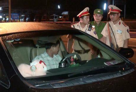 Tai xe chong doi do nong do con bi phat 20 trieu dong - Anh 1