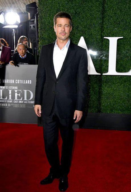 Brad Pitt mot minh len tham do ra mat phim - Anh 1