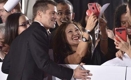 Brad Pitt mot minh len tham do ra mat phim - Anh 8