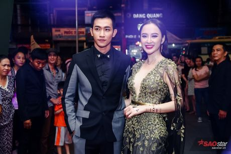 Angela Phuong Trinh khoe hinh 'tha thu' kin tay ben trai dep - Anh 1