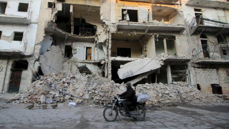 Canh bao tham hoa chet doi dam mau tai Aleppo - Anh 1
