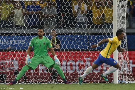 Bi Brazil ha nhuc, Argentina roi vao khung hoang - Anh 4