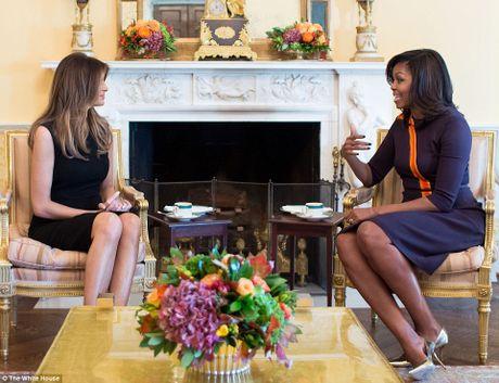 Ba Obama gap vo ong Trump, noi chuyen con cai - Anh 1
