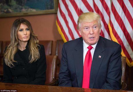 Ba Obama gap vo ong Trump, noi chuyen con cai - Anh 4