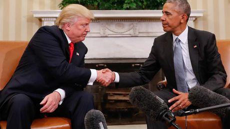 Nhung buc anh to Obama - Trump bang mat, khong bang long - Anh 1