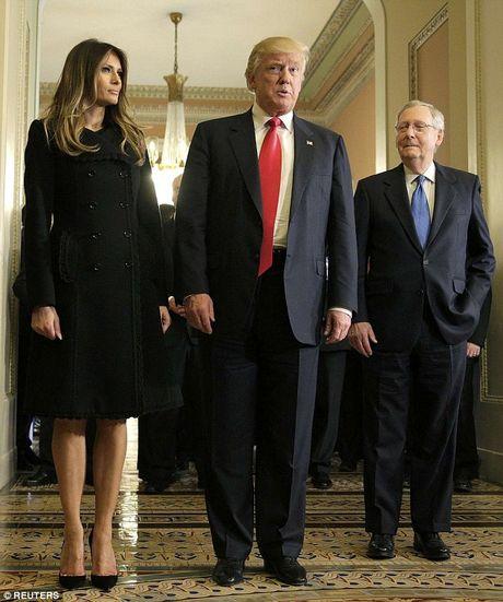 Ngay ban ron dau tien cua phu nhan Trump o Washington - Anh 2