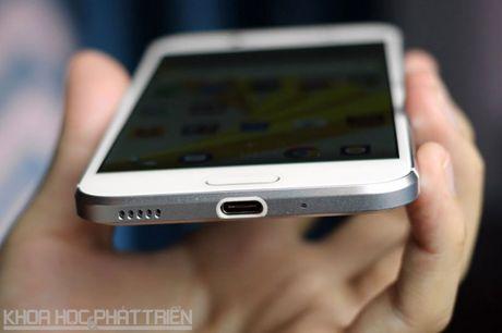 Can canh smartphone chong nuoc, man hinh 2K vua duoc HTC ra mat - Anh 11