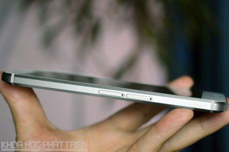 Can canh smartphone chong nuoc, man hinh 2K vua duoc HTC ra mat - Anh 13