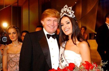 Hoa hau mat vuong mien bi ep phai noi xau Donald Trump - Anh 1